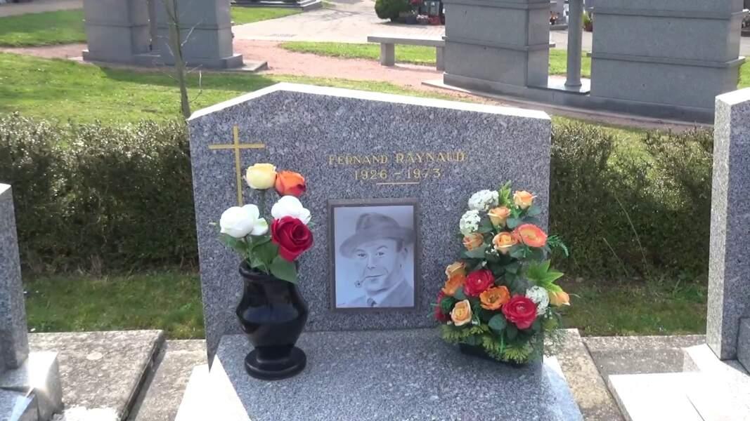 La tombe de Fernand Raynaud à Saint-Germain-Des-Fossés