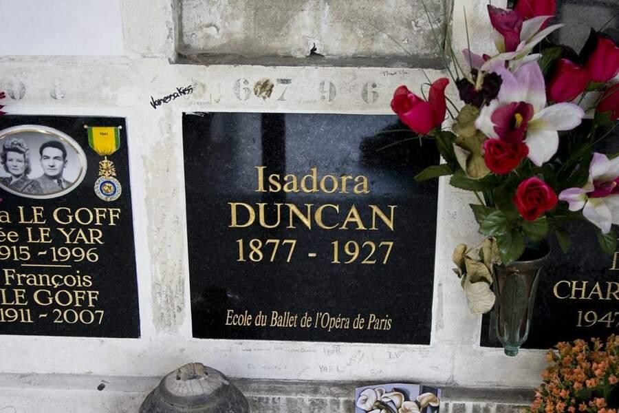 La tombe de Isadora Duncan au Père-Lachaise