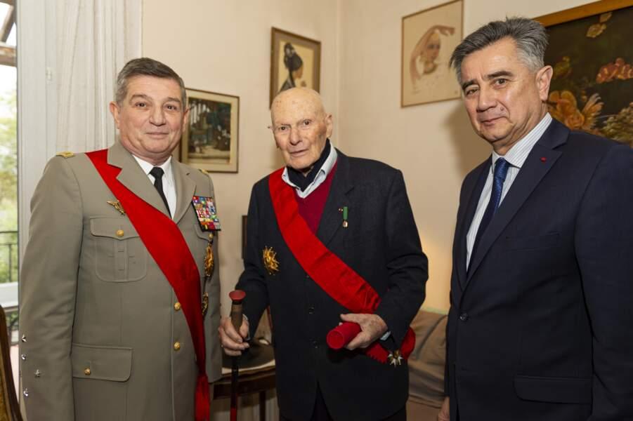 Remise de la Légion d'Honneur par le Général Puga à Pierre Simonet