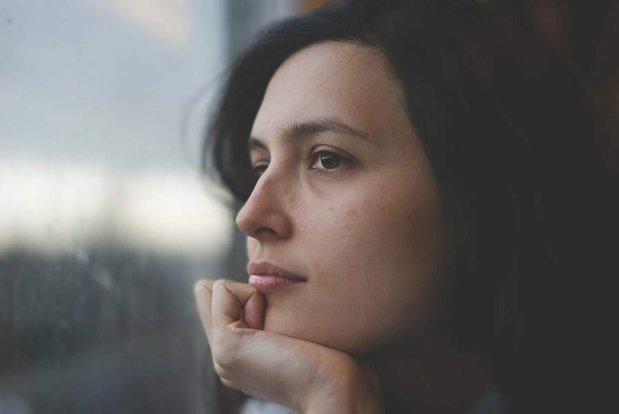 Penser à ne pas se toucher le visage grâce à un bracelet vibrant ou à des sites comme : https://donottouchyourface.com/