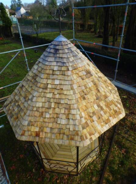 2. Ils fabriquent des toits comme au Moyen Âge