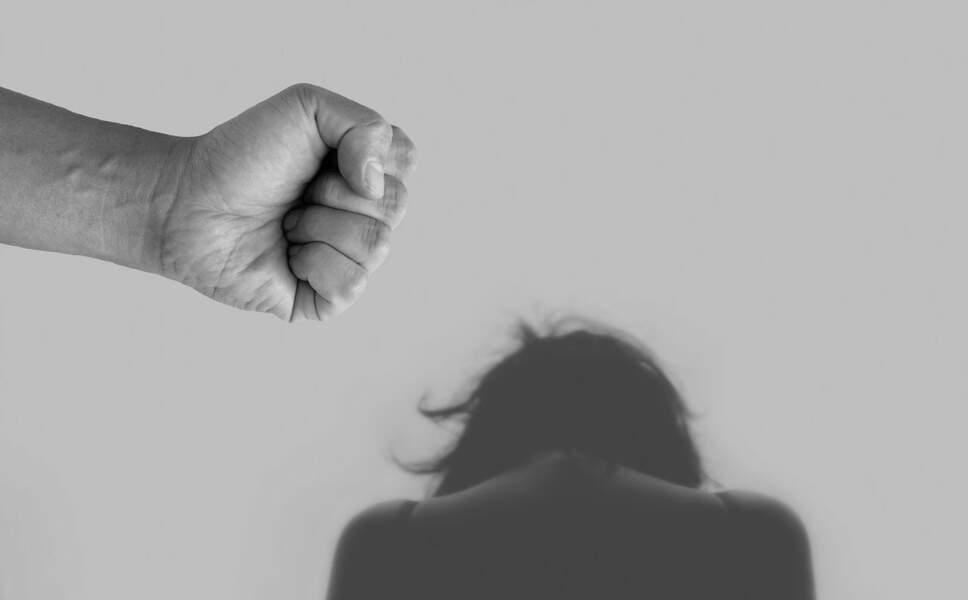 Regarder de la pornographie peut engendrer de la violence sexiste