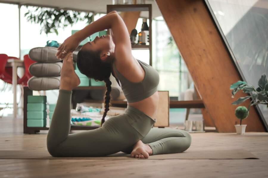 """Que le yoga, ce n'est pas juste faire """"aoum"""" en croisant les jambes"""