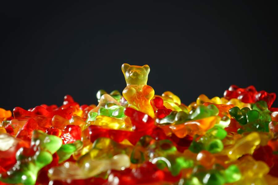 Se goinfrer de bonbons