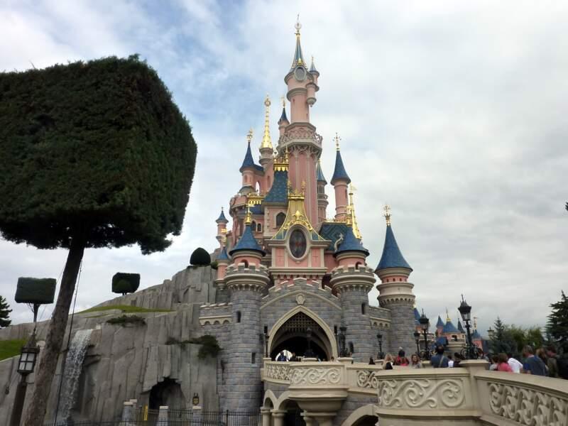 Pas de déguisement à Disneyland Paris