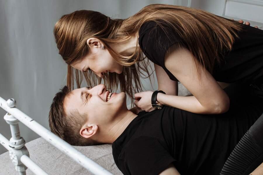 Le cerveau libère de la dopamine, qui augmente l'excitation sexuelle