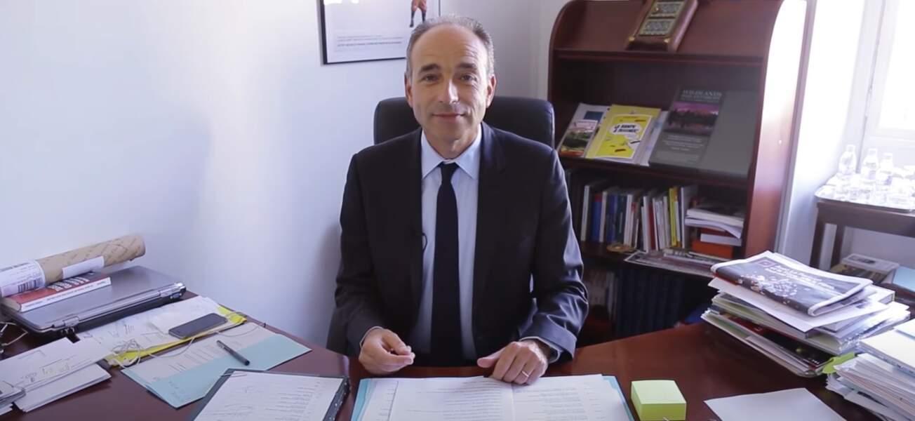 19. Jean François Copé joue volontier du piano