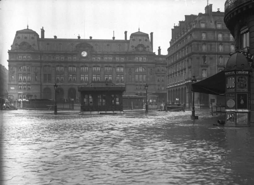 La gare Saint-Lazare se transforme en piscine