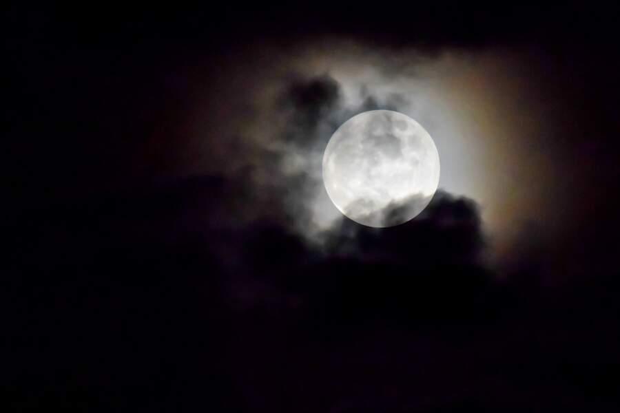 Lune dans un halo