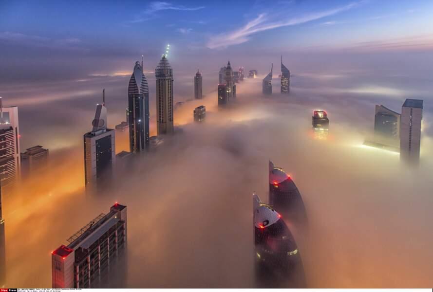 Dubaï dans la brume