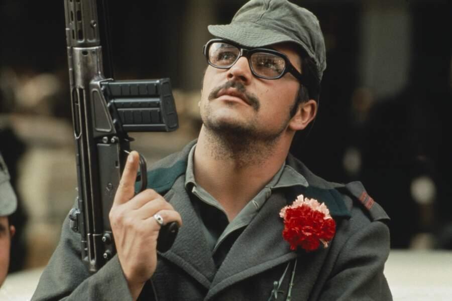 La révolution portugaise, des œillets aux fusils