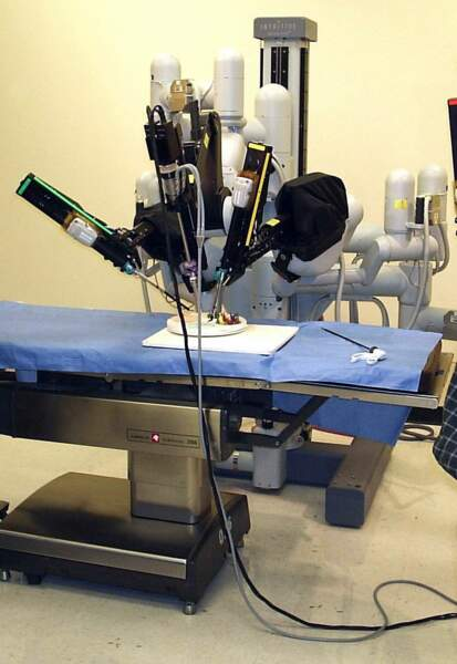 1999 Des robots dans les blocs opératoires