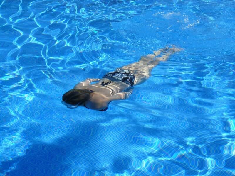 6. On ne bronze pas sous l'eau