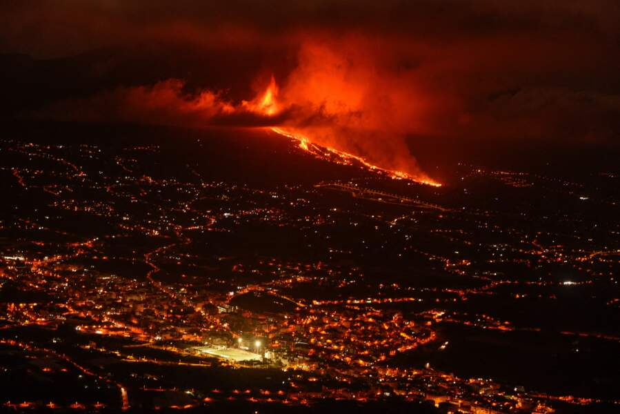 Les autorités ont annoncé l'évacuation d'au moins 5000 personnes plusieurs heures avant l'éruption.