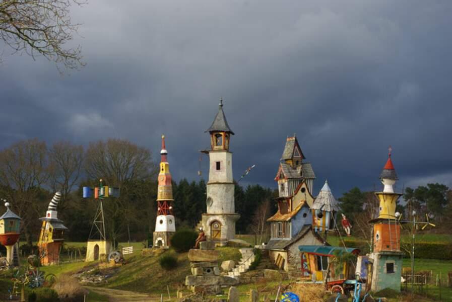 La maison du poète ferrailleur, un village imaginaire en pleine campagne