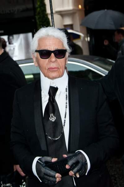 Karl Lagerfeld a été attaché à son lit par sa mère
