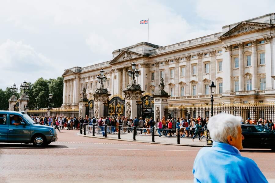 La Reine a organisé le premier événement mondain exclusivement féminin de Buckingham Palace