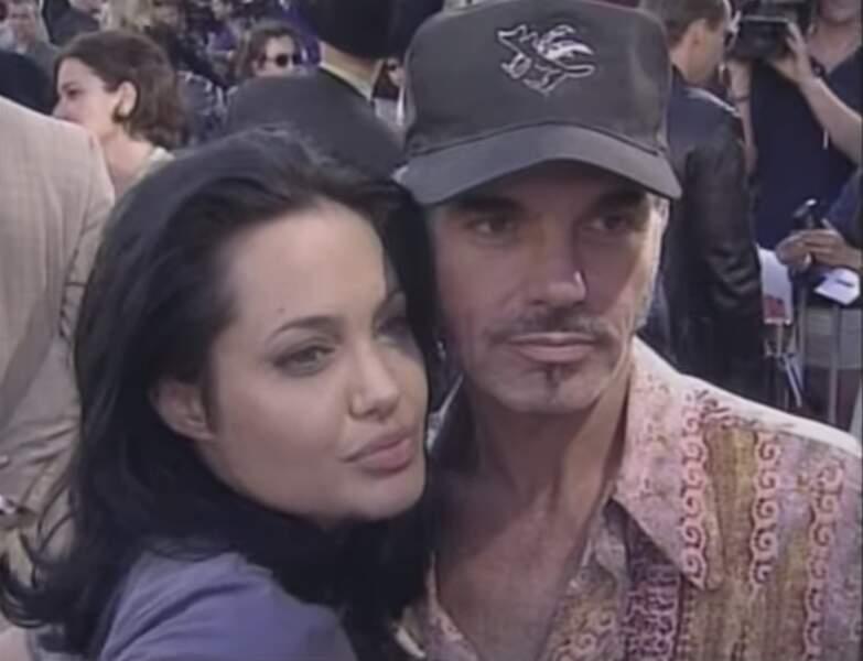 Angelina Jolie portait une fiole de sang autour du coup quand elle sortait avec Billy Bob Thornton