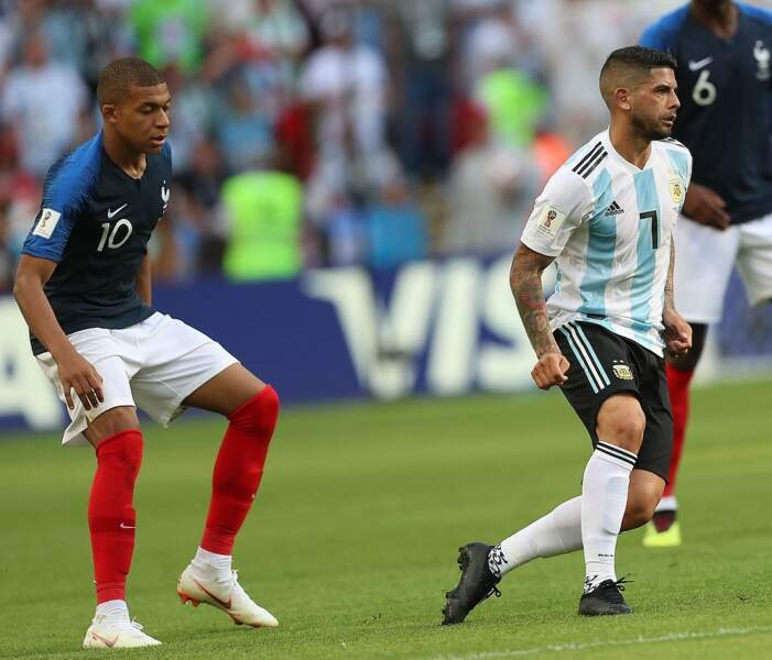 Il est le deuxième plus jeune joueur à avoir marqué un doublé en phase éliminatoire de la coupe du monde