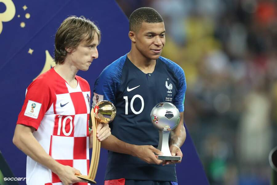 Il est élu meilleur jeune joueur de la Coupe du monde 2018 par la FIFA
