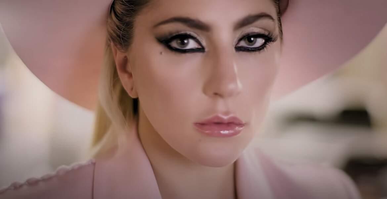 Lady Gaga a opté pour le blond à force d'être confondue