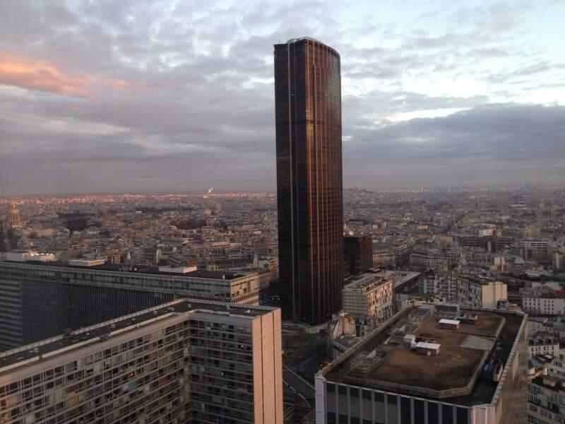 Son premier rôle au cinéma était dans la Tour Montparnasse infernale