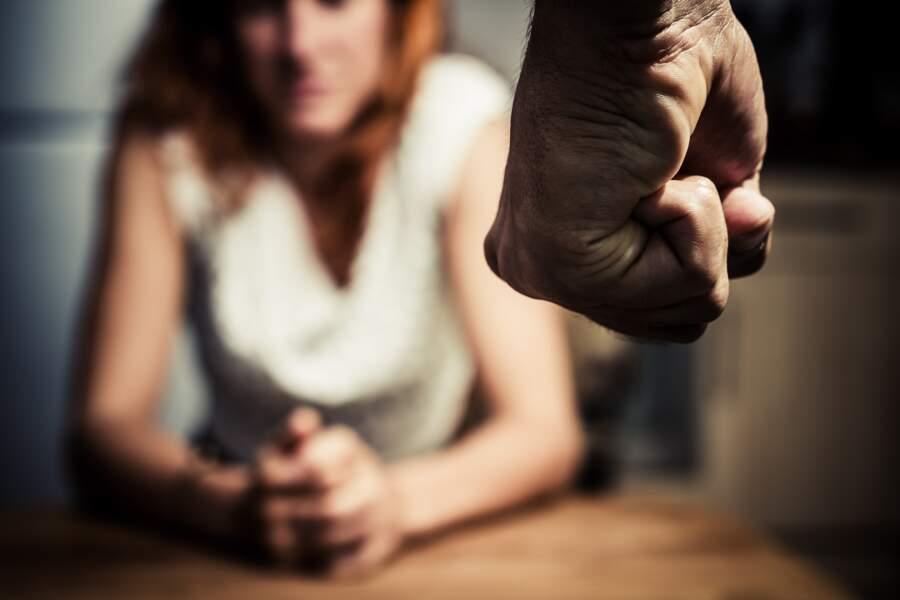 Les moins de 26 ans sont plus susceptibles d'être victimes de violences conjugales